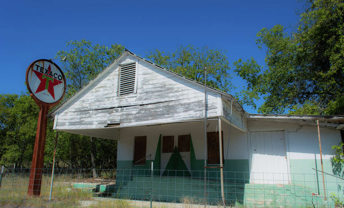 Izoro, TXPhotographer Walter Las travels the back roads of Texas to capture the essence of old towns and forgotten places across the state.