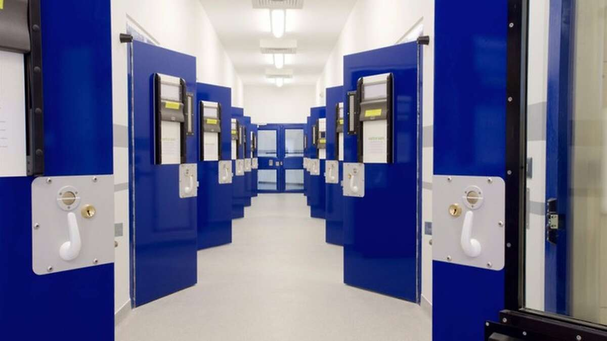 An inmate has written a positive review of the Perry Barr jail station in Birmingham, England. It likely would have gotten more than three stars had the tea service been up to snuff.