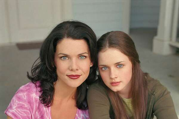 """Gilmore Girls""  Pictured (l-r):  Lauren Graham as Lorelai Gilmore, Alexis Bledel as Rory Gilmore  The WB/Jeffrey Thurnher"