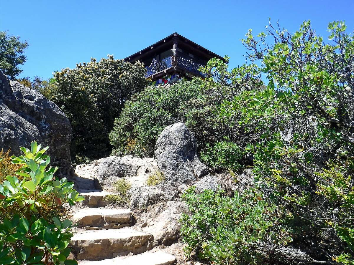 From parking it's a 0.2-mile walk with a climb of 330 feet to the top of the East Peak, Mount Tamalpais, at 2,571 feet, where the Gardner Lookout is perched on the summit