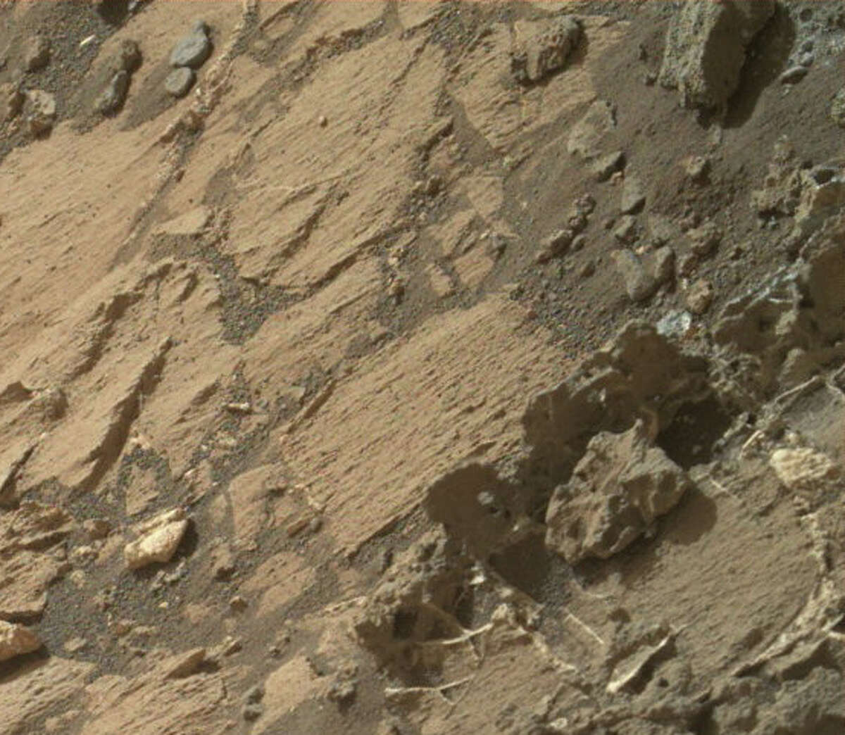 Alien conspiracy site UFO Sightings Daily says that an skeleton remains of a creature on Mars can be seen on this photo taken by the Mars rover Curiosity. The photo zoomed in on the