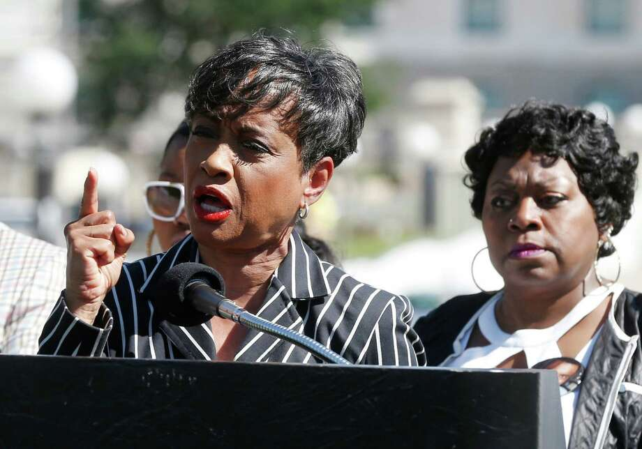 TV Judge Glenda Hatchett, left, addresses the media as Valerie Castile, the mother of Philando Castile, listens during a news conference on the State Capitol grounds Tuesday, July 12, 2016, in St. Paul, Minn. Hatchett is representing the Castile family in the shooting death by police of Philando Castile last week in Falcon Heights, Minn. after a traffic stop by St. Anthony police. (AP Photo/Jim Mone) Photo: Jim Mone, STF / Copyright 2016 The Associated Press. All rights reserved. This material may not be published, broadcast, rewritten or redistribu