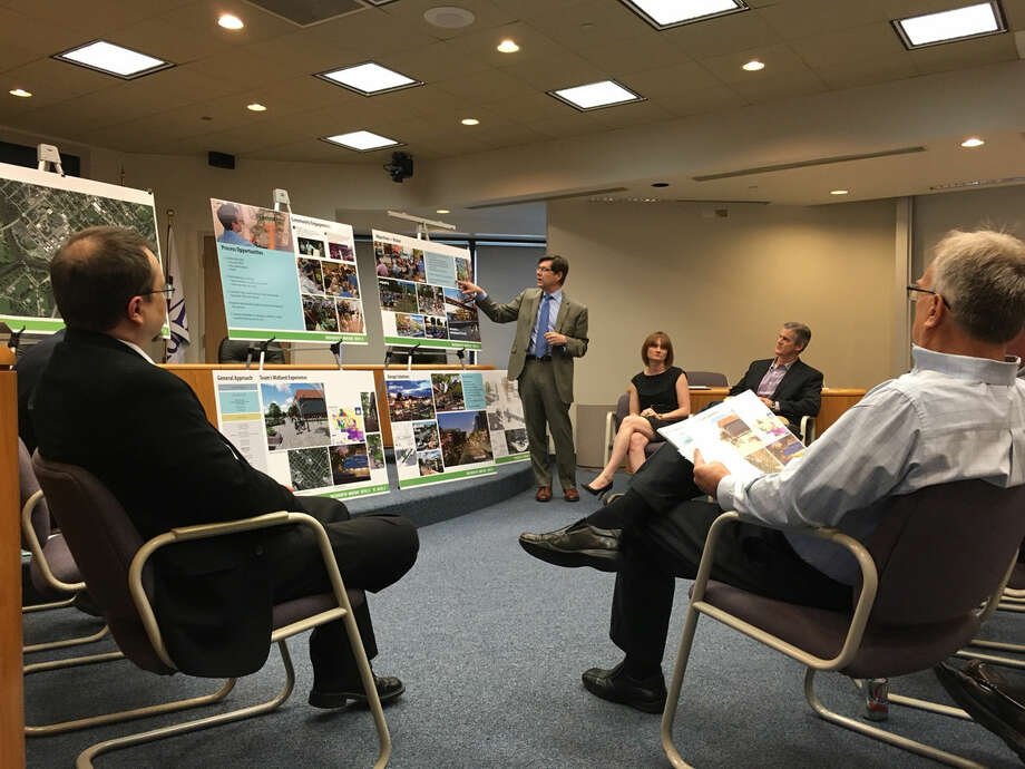 Brad Strader, MKSK senior associate and transportation/land use planner, talks about a concept plan submitted by SmithGroupJJR, MKSK and DLZ of Michigan as part of the Downtown Development Authority's streetscape project in this Daily News file photo. Photo: Jessica Haynes | Jhaynes@mdn.net
