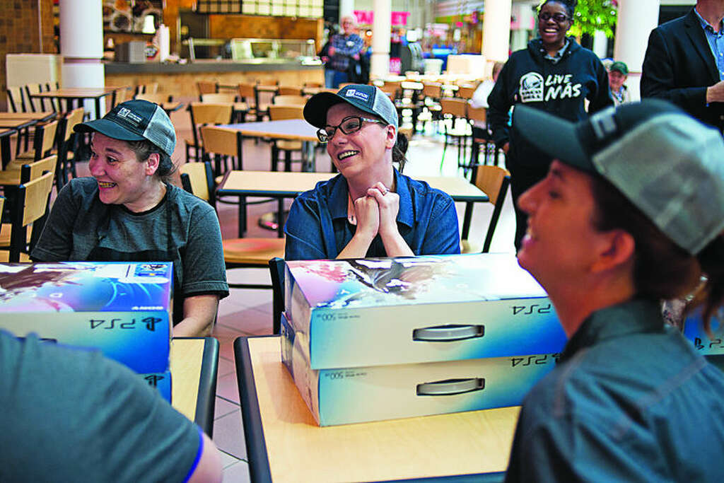 Midland Mall Taco Bell receives national honor - Midland Daily News