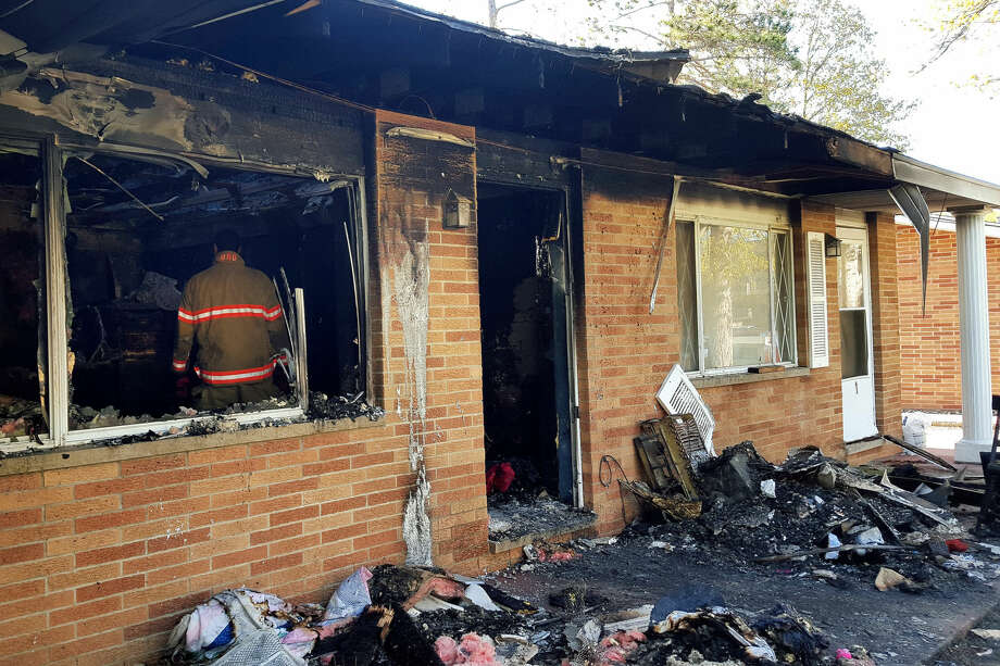 The cause of a fire at an Artcrest Drive apartment is being investigated. Photo: Kelly Dame | Kdame@mdn.net