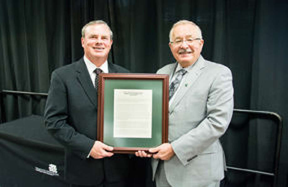 Local Anesthesiologist Receives Walter F Patenge Medal Of Public