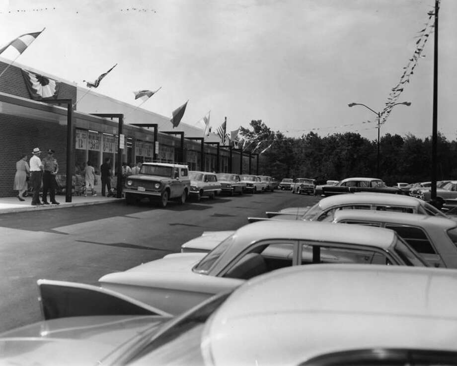 A store three times the size of the present one — that is how the new Vescio Super Market (2600 N. Saginaw Road) at North Saginaw Road and Christie Court compares with its former Midland store. This story and photos first appeared in the July 30, 1963, edition of the Daily News. Photo: Midland Daily News File Photo, Please Credit