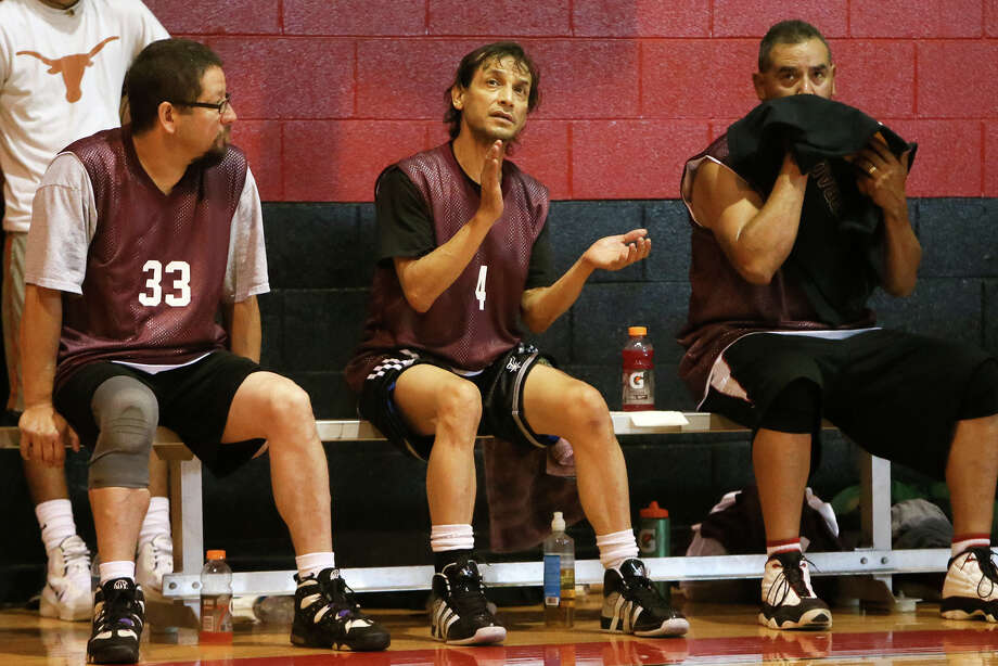 Harlandale alumnus and actor Jesse Borrego (center) was a member of the '80s team during the 2014 Harlandale alumni basketball tourney. Photo: Marvin Pfeiffer /South Side Reporter / Express-News 2014