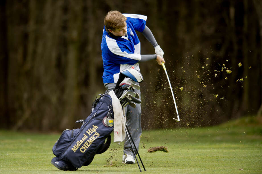 Midland's Mitchell Gardner chips from the rough during Tuesday's match with Dow High and Saginaw Heritage at Currie West. Photo: Erin Kirkland/Midland Daily News