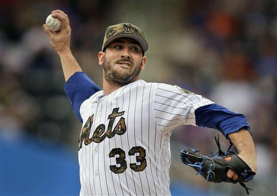 En esta imagen del 30 de mayo de 2016, el abridror de los Mets de Nueva York, Matt Harvey, realiza un lanzamiento en la primera entrada del juego ante los Medias Blancas de Chicago en Nueva York. (AP Foto/Seth Wenig, Archivo) Photo: Seth Wenig