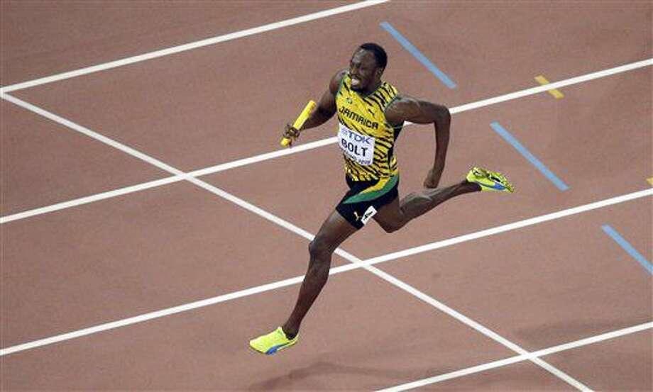 En esta foto de archivo del 29 de agosto de 2015, el corredor jamaiquino Usain Bolt corre en el mundial de atletismo en Beijing. Bolt no compitió en la eliminatoria de Jamaica para los Juegos Olímpicos de Río de Janeiro por una lesión. (AP Photo/Wong Maye-E, File) Photo: Wong Maye-E