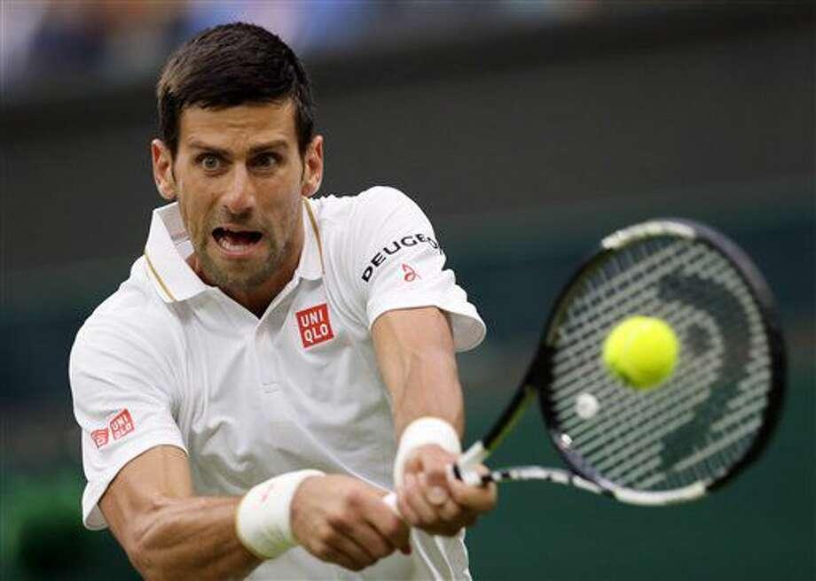 Novak Djokovic devuelve una pelota ante Adrian Mannarino en un partido en Wimbledon el miércoles, 29 de junio de 2016, en Londres. (AP Photo/Tim Ireland) Photo: Tim Ireland