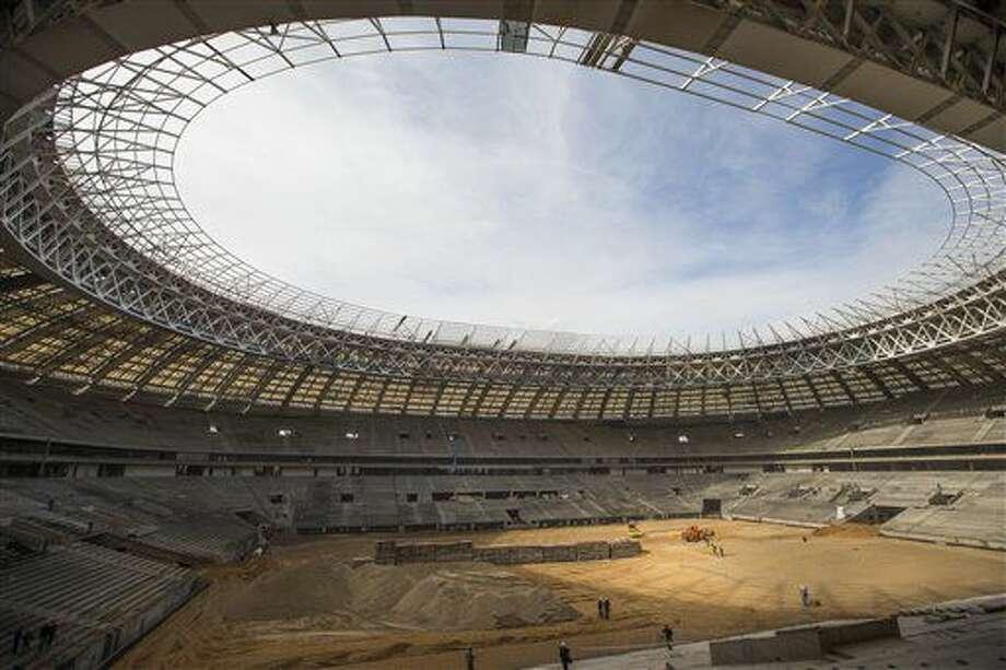 ARCHIVO - En esta foto de archivo del 19 de abril de 2016, aparece el estadio Luzhniki de Moscú, en plena remodelación para el Mundial de 2018 (AP Foto/Alexander Zemlianichenko, archivo) Photo: Alexander Zemlianichenko