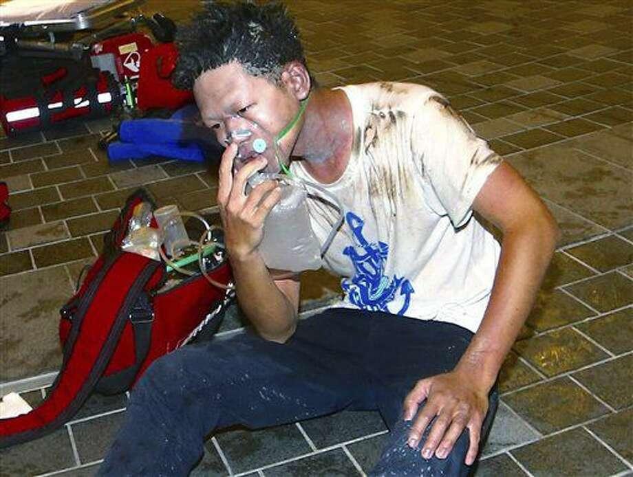 Un sobreviviente de la explosión que afectó a un tren en Taipei, Taiwán, el 7 de julio del 2016. (AP Photo/Jerry Chen) Photo: Jerry Chen
