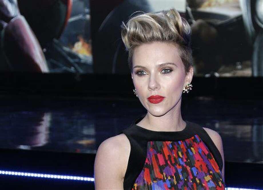 """En esta foto del 21 de abril del 2015, Scarlett Johansson posa al llegar a la premiere de """"The Avengers Age of Ultron"""" en Londres. Box Office Mojo coron'o a Johansson como la actriz más lucrativa de Hollywood en una lista actualizada el 29 de junio del 2016. (Foto por Joel Ryan/Invision/AP, Archivo) Photo: Joel Ryan"""
