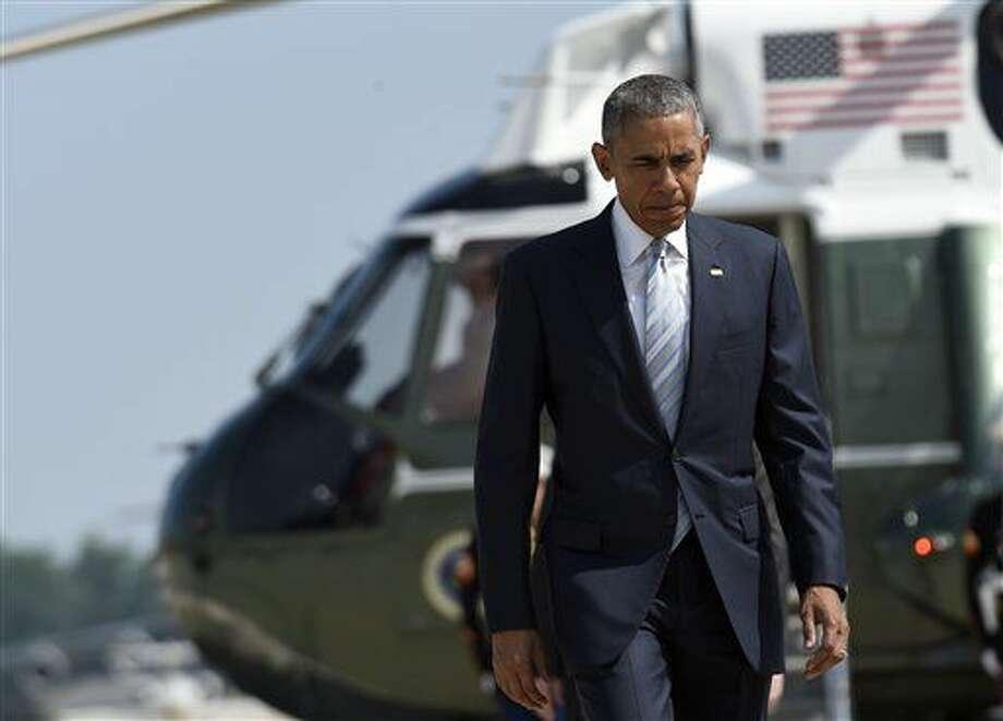 Barack Obama se apresata a abordar en Maryland el avión que lo llevará a la cumbre de 28 jefes de estado en Varsovia en la que se reestructurará la OTAN para que haga frente a los nuevos desafíos que enfrenta la alianza militar creada durante la Guerra Fría. (AP Photo/Susan Walsh) Photo: Susan Walsh