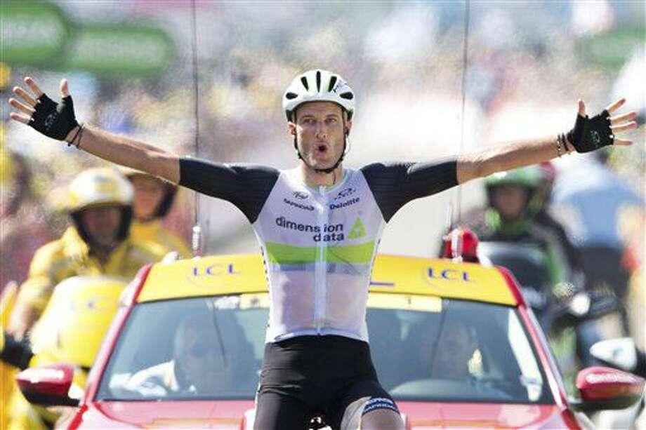 Stephen Cummings festeja tras cruzar la meta y ganar la séptima etapa del Tour de Francia el viernes, 8 de julio de 2016, en Lac de Payolle, Francia. (AP Photo/Peter Dejong) Photo: Peter Dejong
