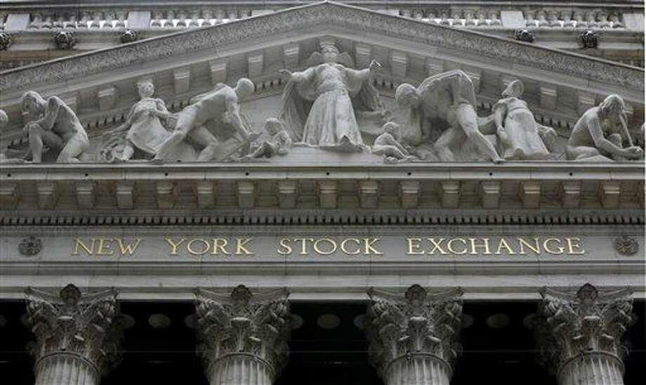 Foto tomada el 4 de octubre del 2014 de la sede de la Bolsa de Valores de Nueva York. (AP Foto/Richard Drew, File) Photo: Richard Drew
