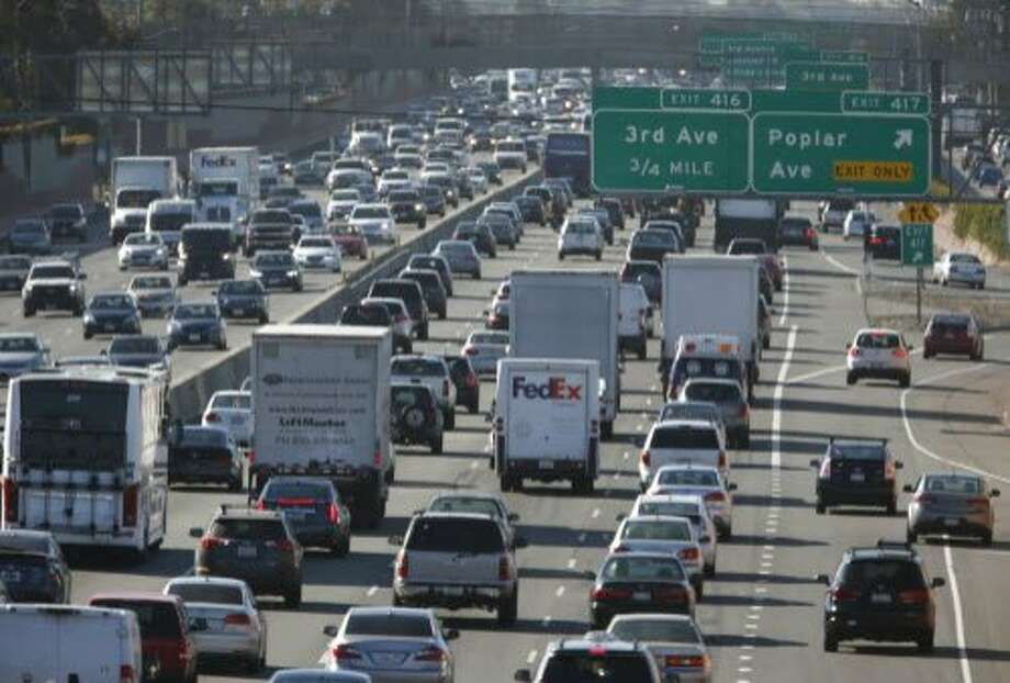 Traffic is often congested in both directions during the peak morning commute on Highway 101. Photo: Paul Chinn, The Chronicle
