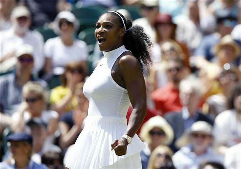 Serena Williams festeja tras vencer a Elena Vesnina para avanzar a la final de Wimbledon el jueves, 7 de julio de 2016, en Londres. (AP Photo/Kirsty Wigglesworth) Photo: Kirsty Wigglesworth