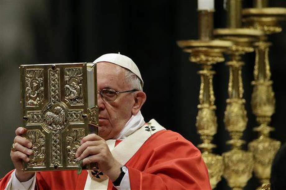 El papa Francisco celebra una misa de consagración de 25 arzobispos en la basilica de San Pedro, Vaticano, miércoles 29 de junio de 2016. (AP Foto/Gregorio Borgia) Photo: Gregorio Borgia