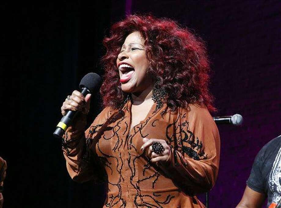 """ARCHIVO - Fotografía de archivo del 24 de octubre de 2014 muestra a la cantante Chaka Khan actuando en la 13era edición anual de la gala """"Una gran noche en Harlem"""", en Nueva York. Chaka Khan y su hermana ingresaron a un programa de rehabilitación para combatir su adicción a fármacos, dijo la cantante el domingo 10 de julio de 2016 a través de un comunicado enviado a la AP. (Foto de Mark Von Holden/Invision/AP, archivo) Photo: Mark Von Holden"""