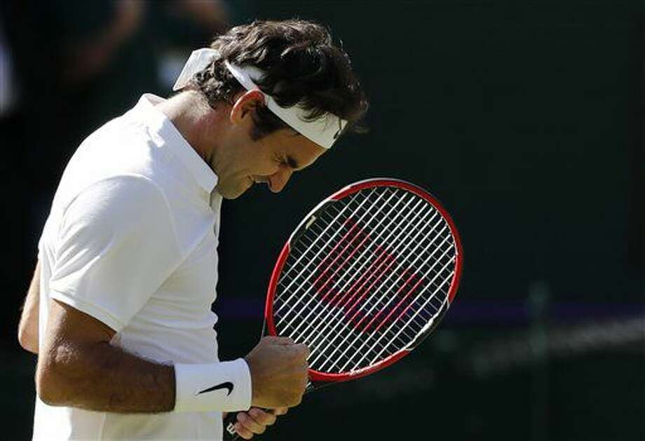 Roger Federer festeja un punto contra Marin Cilic en los cuartos de final de Wimbledon el miércoles, 6 de julio de 2016, en Londres. (AP Photo/Ben Curtis) Photo: Ben Curtis
