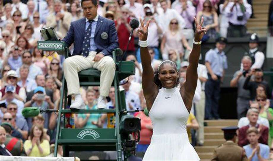 La estadounidense Serena Williams festeja tras vencer a Angelique Kerber en la final de Wimbledon el sábado, 9 de julio de 2016, en Londres. (AP Photo/Tim Ireland) Photo: Tim Ireland