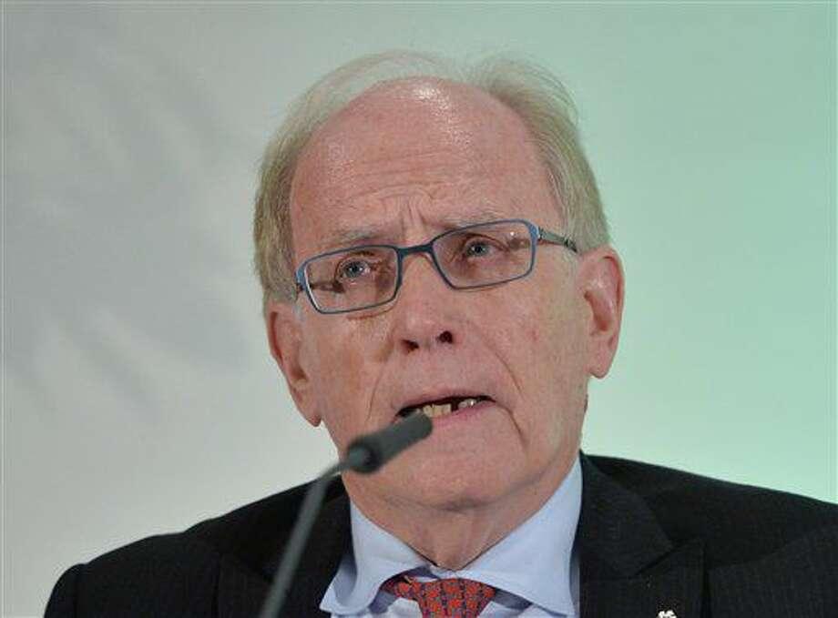 En esta foto de archivo del 14 de enero de 2016, el asesor legal Richard H. McLaren habla en una presentación ante la AMA en Munich, Alemania. (AP Photo/Kerstin Joensson, File) Photo: Kerstin Joensson