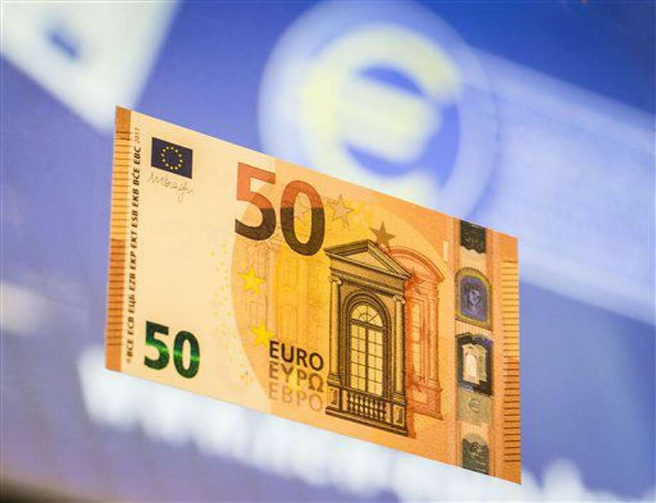 nuevo billete de 50 euros es presentado en la sede del Banco Central Europeo en Fráncfort, Alemania, el martes 5 de julio de 2016. (Frank Rumphenhorst/dpa vía AP) Photo: Frank Rumpenhorst