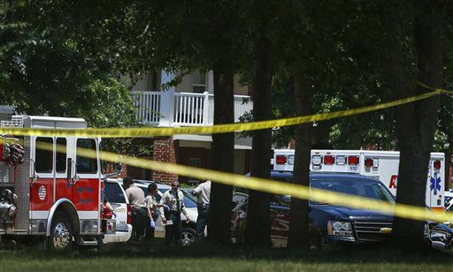 Shelby County Sheriff's deputies work the scene where four young children were fatally stabbed at the Greens of Irene apartment, Friday, July 1, 2016 in Memphis, Tenn. Four young children were stabbed to death in a gated apartment complex in suburban Memphis on Friday, and police took their mother into custody for questioning. (Mark Weber/The Commercial Appeal via AP) Photo: Mark Weber