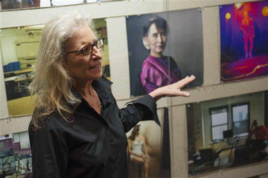 """La fotógrafa estadounidense Annie Leibovitz charla sobre su exposición """"Women: New Portraits"""" en la Ciudad de México el martes 5 de julio de 2016. La muestra presenta retratos de mujeres destacadas incluyendo artistas, músicas, políticas y filántropas. Será inaugurada el 8 de julio. (Foto AP/Nick Wagner) Photo: Nick Wagner"""