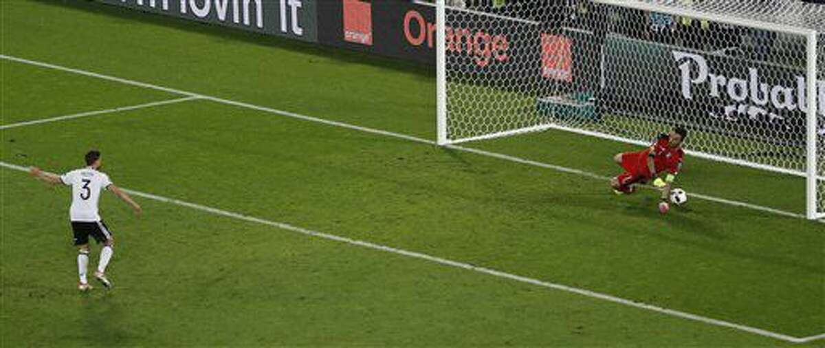 Germany's Jonas Hector scores the decisive penalty during the Euro 2016 quarterfinal soccer match between Germany and Italy, at the Nouveau Stade in Bordeaux, France, Saturday, July 2, 2016. Germany beat Italy 6-5 in a penalty shootout. (AP Photo/Michael Sohn)