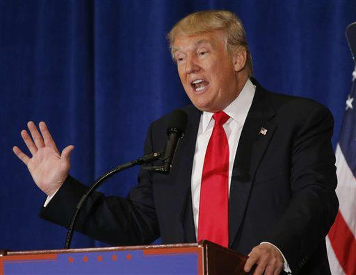 ARCHIVO - En esta foto de archivo del 11 de julio de 2016, el aspirante republicano a la presidencia Donald Trump pronuncia un discurso en Virginia Beach, Virginia. (AP Foto/Steve Helber, Archivo)