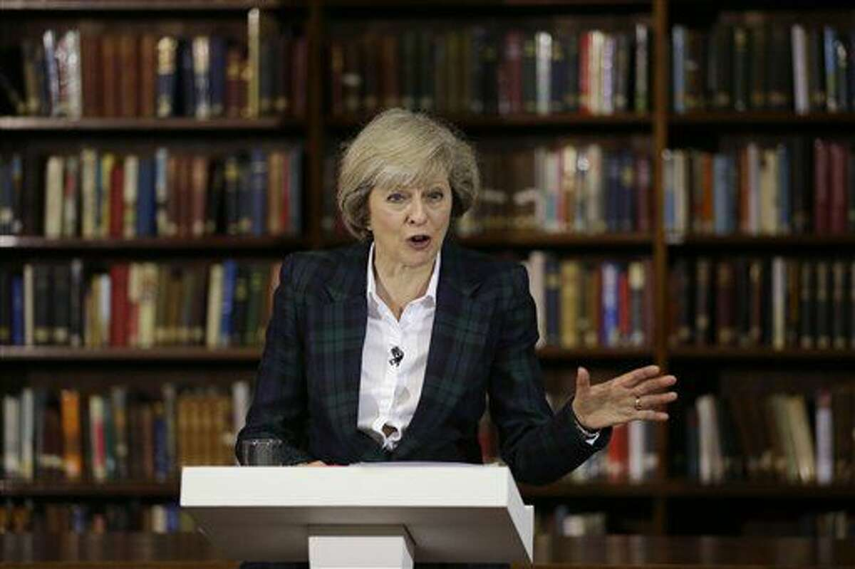 La secretaria del Interior de Gran Bretaña, Theresa May, al anunciar sus aspiraciones a reemplazar a David Cameron como primer ministro, el 30 de junio de 2016. Cameron renunció en cuando se conoció el resultado del referendo del 23 de junio sobre la salida británica de la Unión Europea. (AP Foto/Matt Dunham)