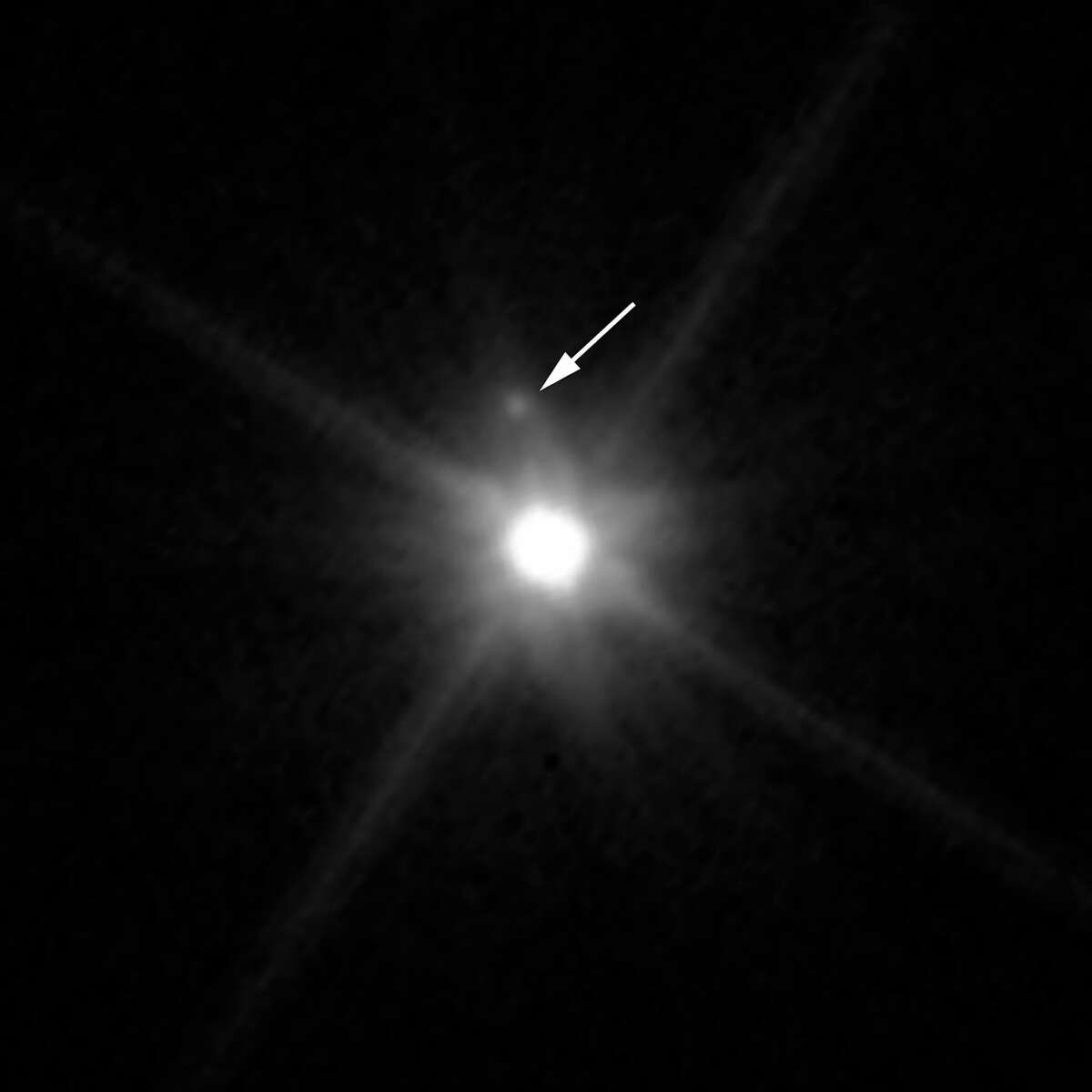 Dwarf planet Makemake and its moon S/2015 (136472) 1. Its diameter is 1,426 km.