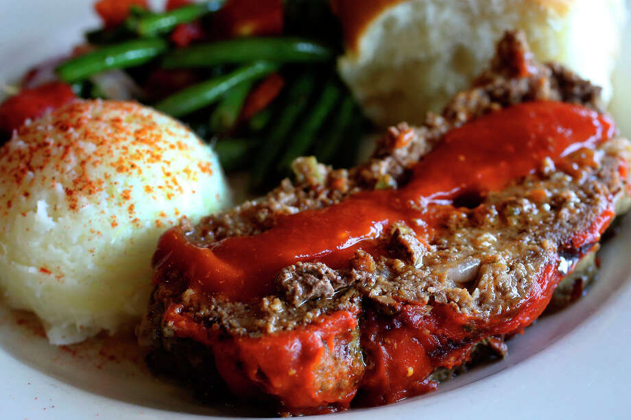 Tender and well-seasoned meatloaf is served with mashed potatoes and green beans with tomatoes and red onions. Photo: John Davenport /San Antonio Express-News / ©San Antonio Express-News/John Davenport