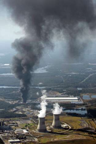 A column of smoke rises from the site of T2 Laboratories, Inc., Wednesday, Dec. 19, 2007, in Jacksonville, Fla. Three people were missing after an explosion and fire occurred Wednesday at a chemical plant in Jacksonville, sending flames and billowing clouds of black smoke into the air, officials said. (AP Photo/The Florida Times-Union, Bob Self) ** MAGS OUT TV OUT ** Photo: Bob Self, AP / Copyright 2007, The Florida Tiimes-Union