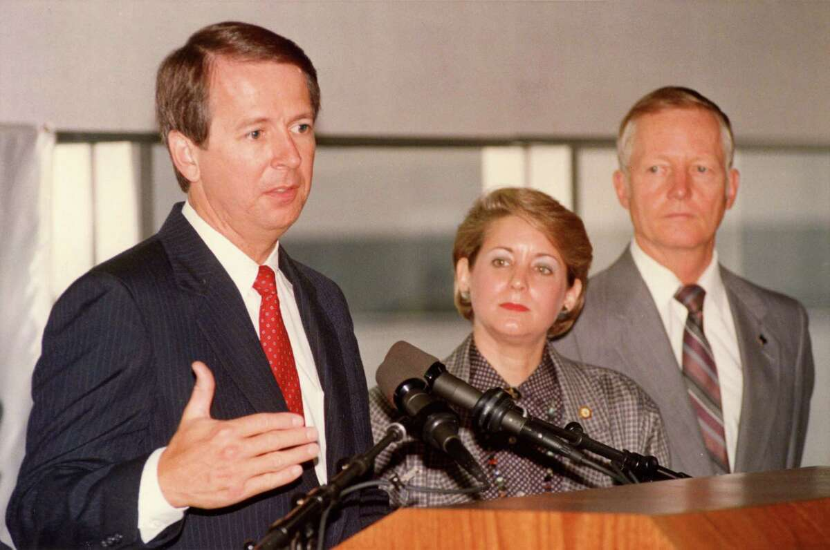07/13/1998 - Compaq's Rod Canion at press conference, with Houston Mayor Kathy Whitmire and County Judge Jon Lindsay, to announce plans for a major expansion of Compaq Computer Corp. that will catapult the firm into one of the top 10 employers in Harris County. Compaq plans to hire 5,000 new employees in Houston over the next four years and will build nine new buildings totaling 1.4 million square feet on the property within the next four years..