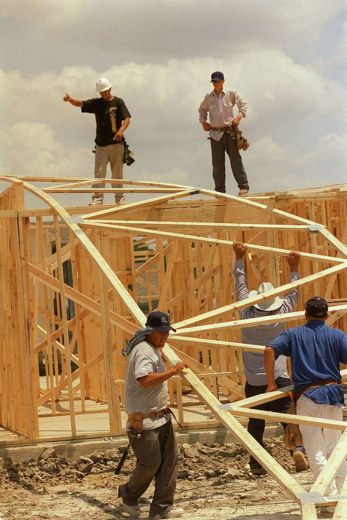 Workers build a KB Home in Houston. (Melissa Phillip / Houston Chronicle file photo)