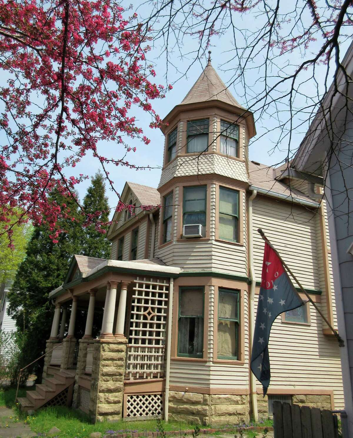 While Ohio City's commercial strip features a booming dining scene with some 40 eateries, its historic district also offers quiet residential streets lined with beautifully restored Victorian homes sporting turrets, columned front porches and other distinctive architectural features.