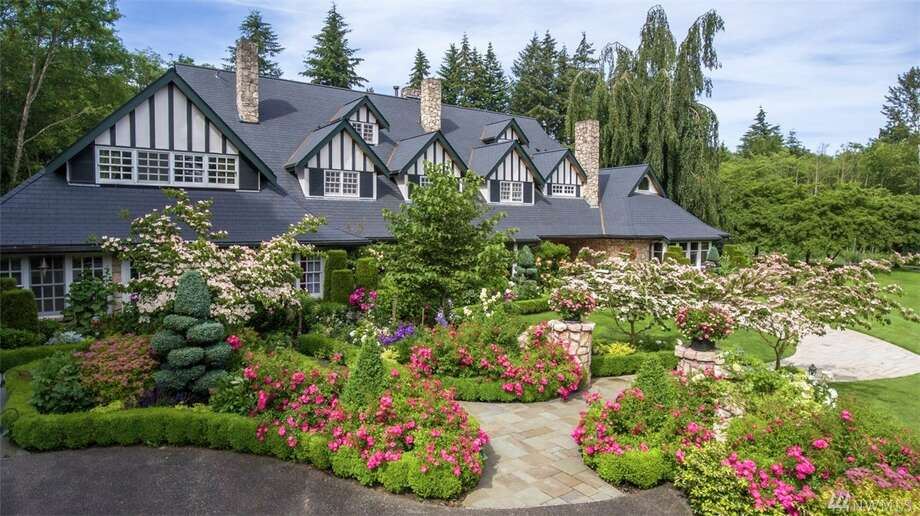 The Bachman Manor. Photo: Photos By Ken Harrison, Listing Courtesy Of Ken And Zach Harrison