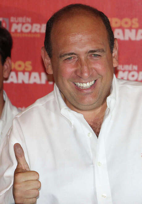 """Ruben Moreira, the Institutional Revolutionary Party's (PRI) candidate for governor of the state of Coahuila, flashed a thumbs-up as he celebrated his electoral victory in Torreon, Mexico  in 2011. A witness at the San Antonio federal trial of an accused leader of the Zetas drug trafficking cartel said the Zetas gave Moreira a """"campaign contribution"""" that year — cash-packed suitcases in a Chevy Suburban. (AP Photo/Alberto Puente) Photo: Alberto Puente /AP / AP2011"""