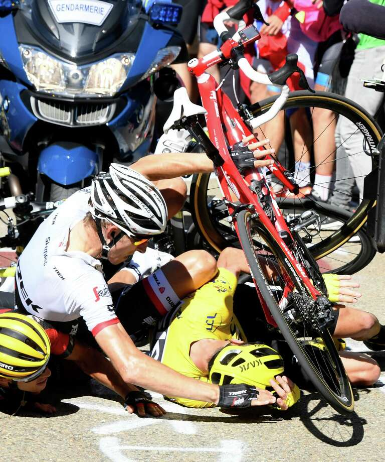 Froome crashes keeps his lead times union for Richie porte crash
