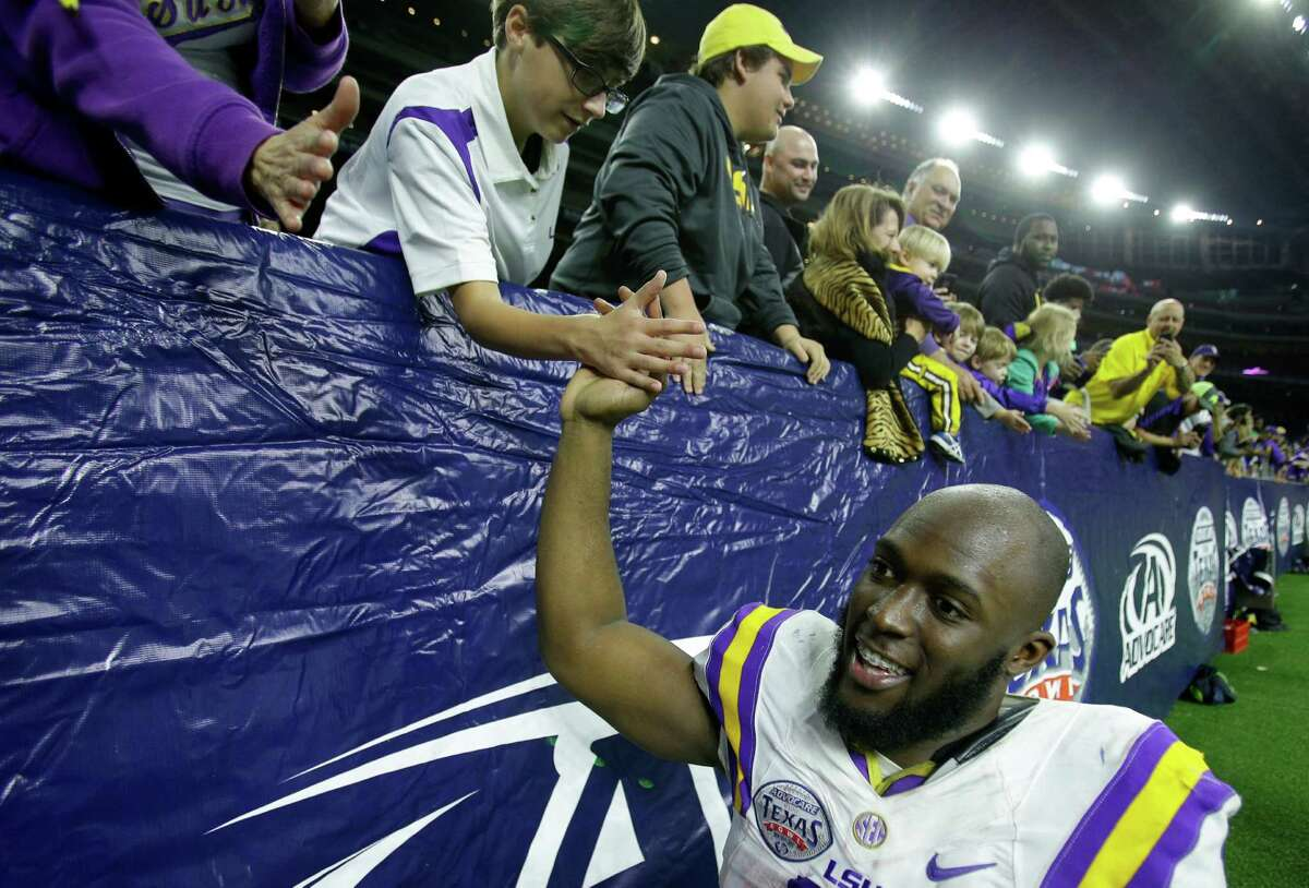 After starting 7-0 and then losing three consecutive games, Leonard Fournette and LSU finished 2015 on an upbeat note with a Texas Bowl victory.