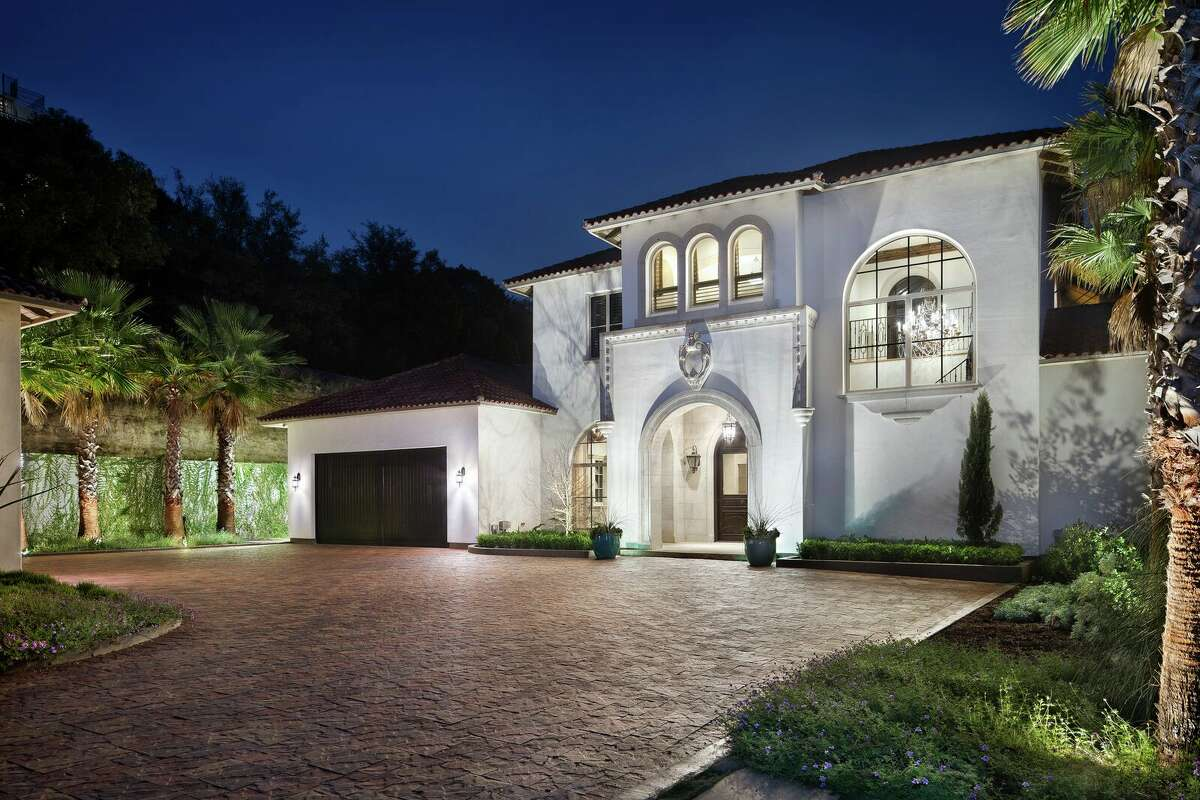 Los Angeles Clippers shooting guard J.J. Redick is selling his Austin home.