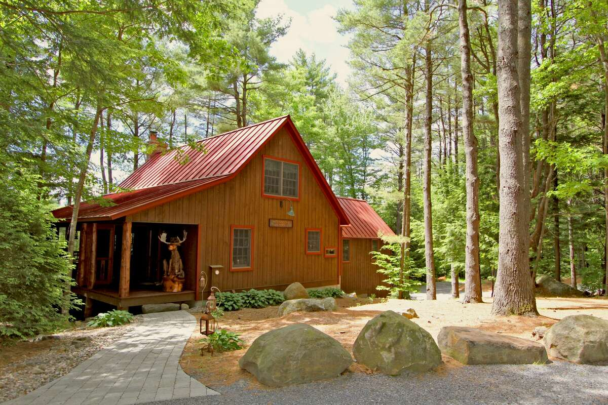 House of the Week:2 Stonewall Dr., Lake Luzerne 12846| Realtor: Daniel Davies of Davies-Davies and Associates | Discuss: Talk about this house