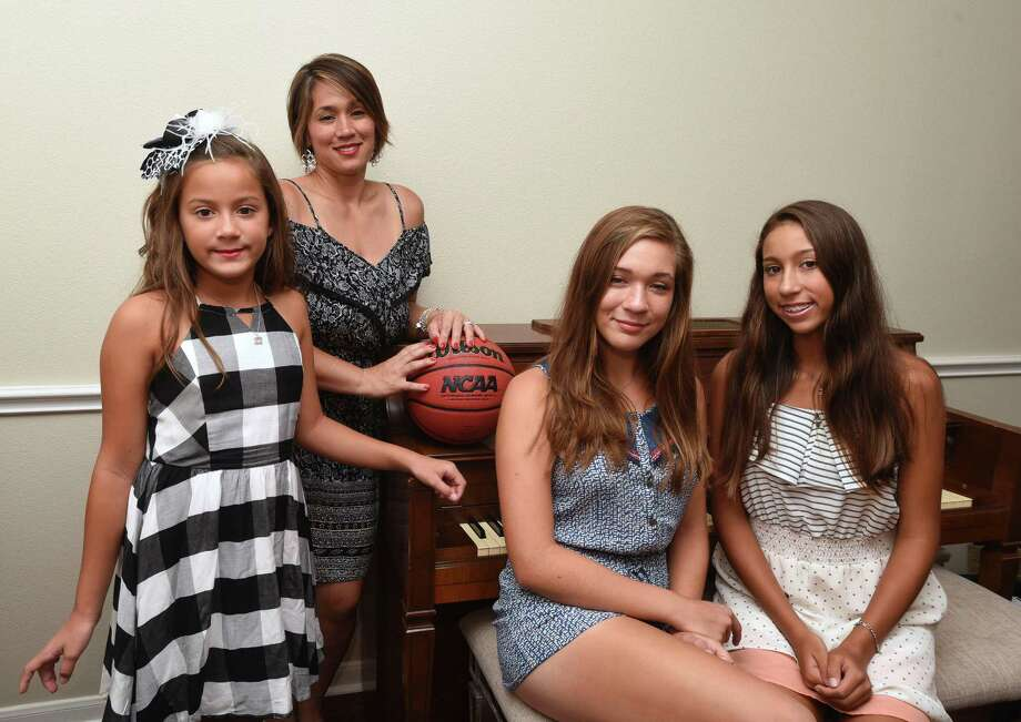 Former UTSA basketball coach Brooks Thompson died June 9, 2016. His family includes wife Michelle (second from left) and children Addison (from left), Brooke and Ryan. Photo: Billy Calzada /San Antonio Express-News / San Antonio Express-News