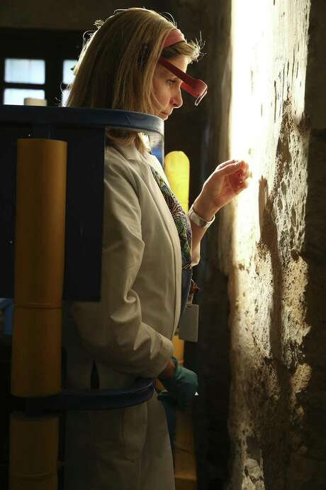 Pam Rosser, Alamo conservator, works on removing a layer of whitewash covering Spanish colonial era plaster in 2016. Photo: Tom Reel / San Antonio Express-News / 2016 SAN ANTONIO EXPRESS-NEWS
