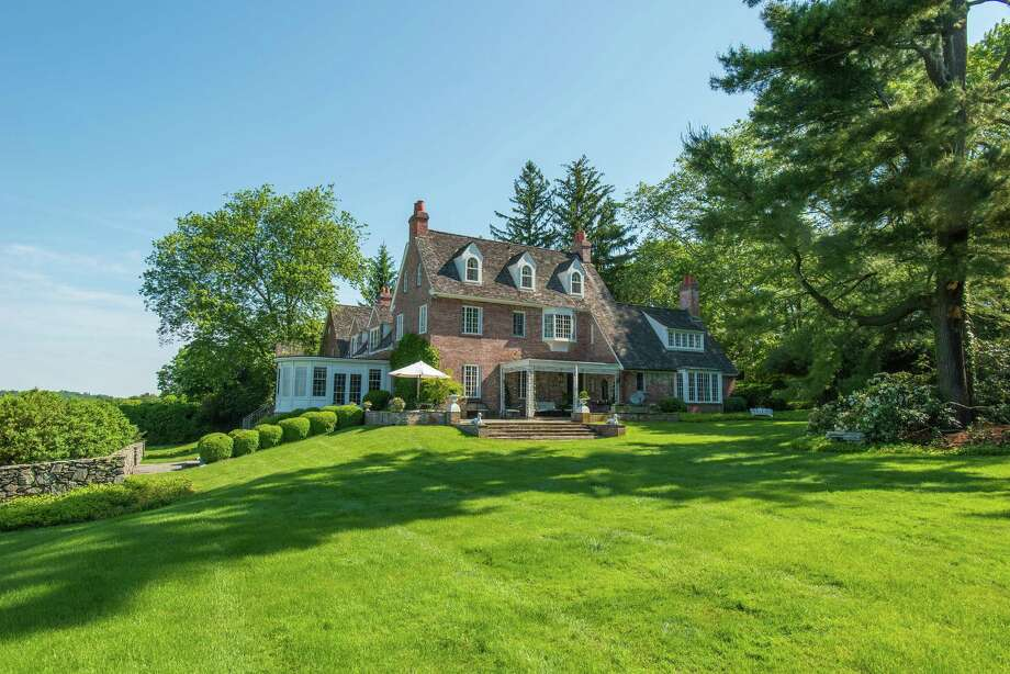 Hollywood glitterati once called this three-acre estate at 828 Sasco Hill Road in Fairfield, CT home. Photo: Meg Barone / For Hearst Connecticut Media / Fairfield Citizen